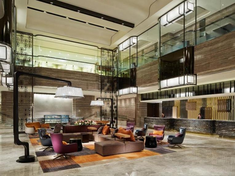 royal-plaza-hotel-lobby2