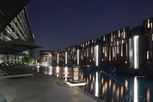 royal-plaza-hotel-pool-night