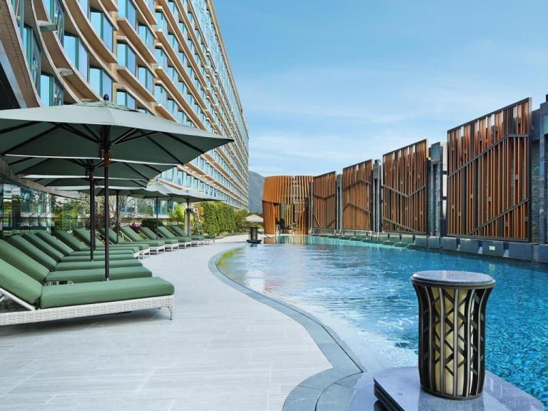 royal-plaza-hotel-pool2