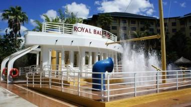 oi-loews-royal-pacific-resort-pool-area-universal-orlando-128-1024x574