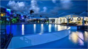 mercure-saint-martin-piscine-nuit-2
