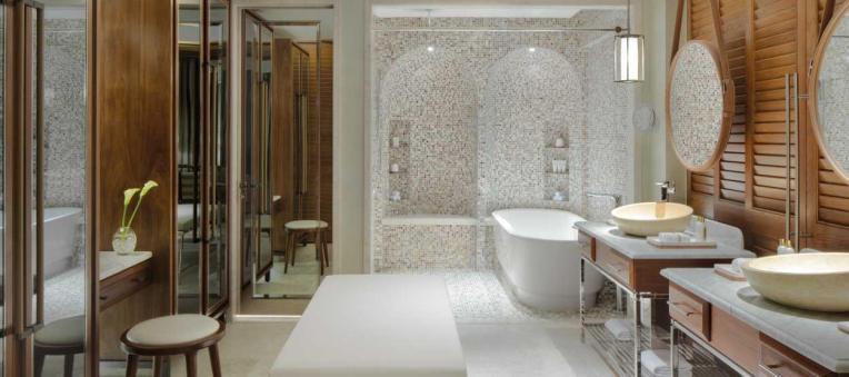 madinat-jumeirah--jumeirah-al-naseem--resort-superior-room-bathroom--hero